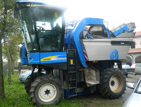 Виноградоуборочный комбайн New Holland VL 6090